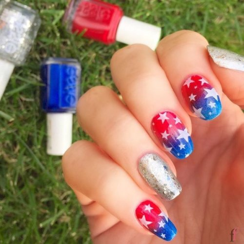 4th July is almost here! Check out the 20 best nail art designs for 4th of July 2018 we've rounded up to help you celebrate Independence Day. All of these nails designs are special in our opinion and we are happy to share best nail art designs with you. #Nail# NailArt #NailDesigns #4thofJuly #Patriotic