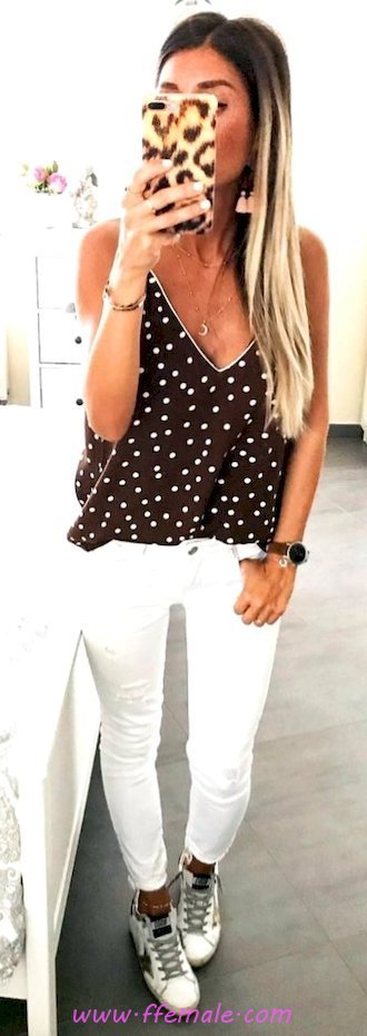Awesome and top look - vneck, dot, sneakers, black, white